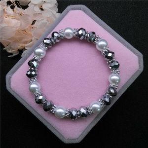Jewelry - Pearl Gray Crystal Glass Beaded Stretch bracelet!